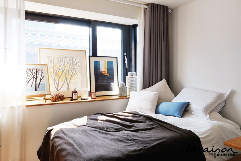 창가가 있는 침실 인테리어 방법