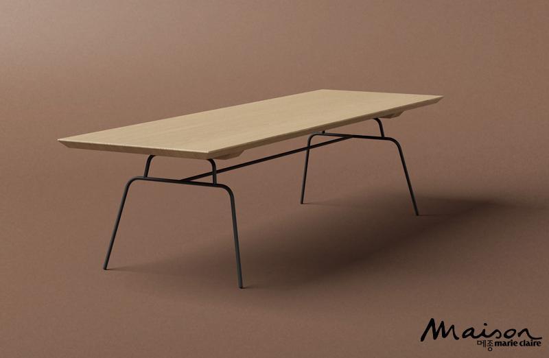간결한 라인을 원한다면 스틸 레그 시리즈 커피 테이블 커다란 원목 상판과 가느다란 철제 다리로 이뤄져 간결한 라인이 돋보이는 '스틸 레그 시리즈 커피 테이블'은 심플한 디자인으로 어느 공간에도 잘 어울린다. 카락터 제품으로 루밍에서 판매. 가격 미정.