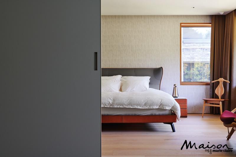 폴트로나 프라우 침대, 에르메스 벽지, 침실 인테리어